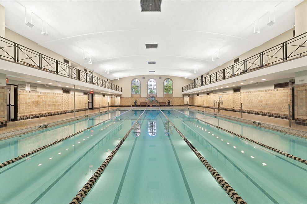 Classic Art-Deco Indoor pool