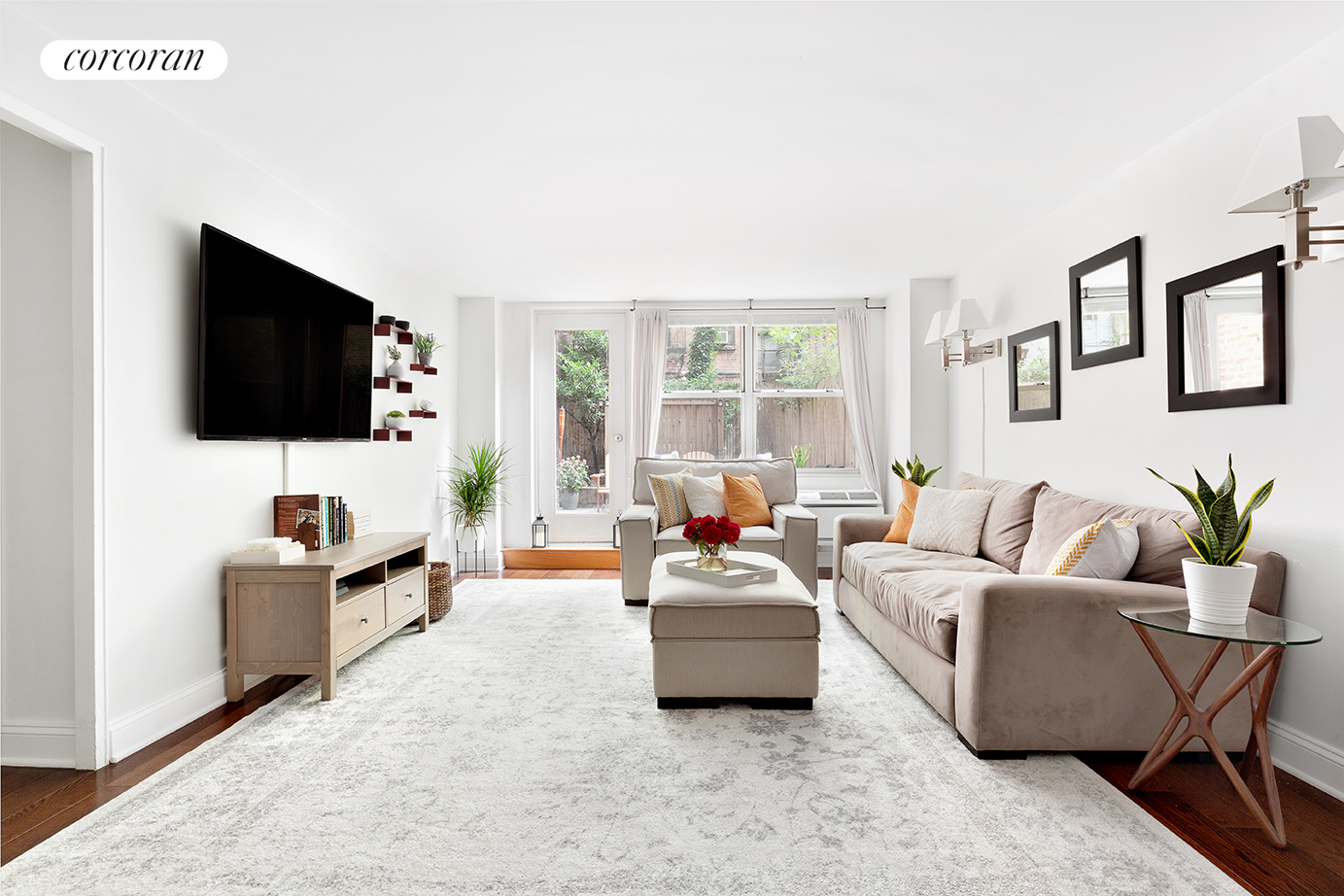 315 East 70th Street, 1J, Living Room