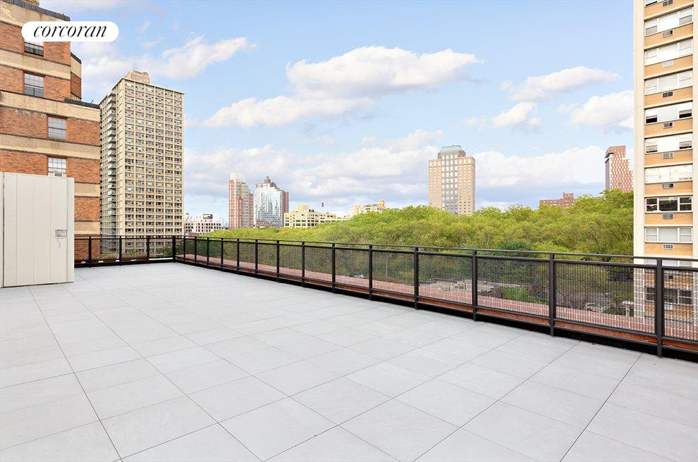 2200 SF Private Roof Deck