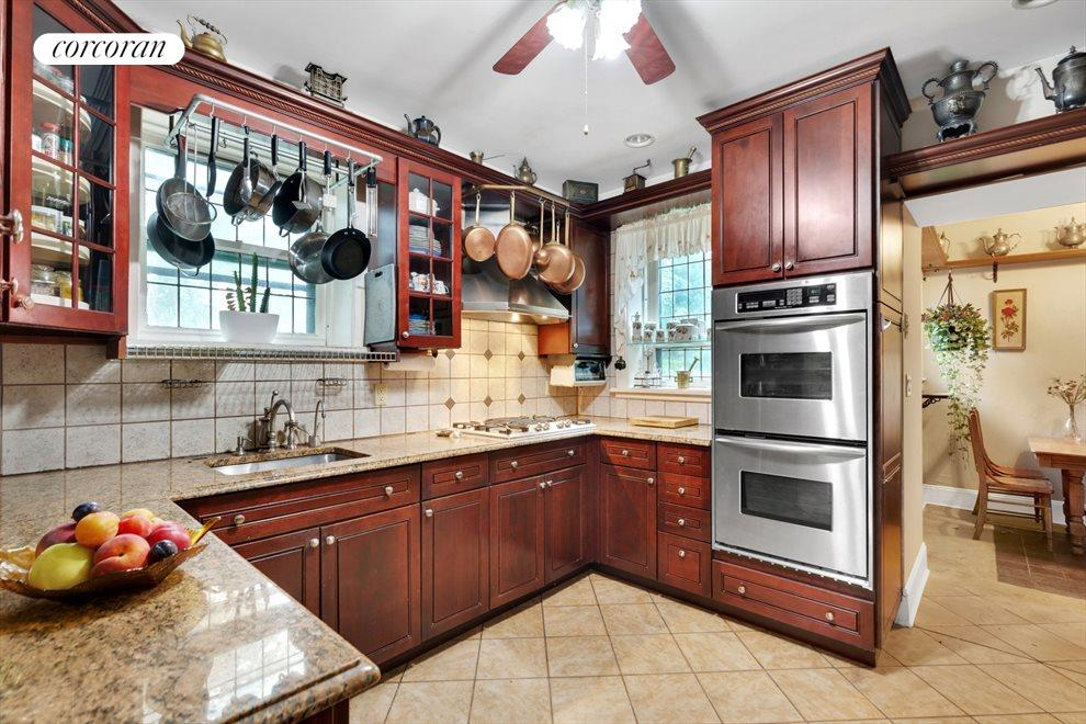 Windowed Kitchen w/ Eat-In Breakfast Area