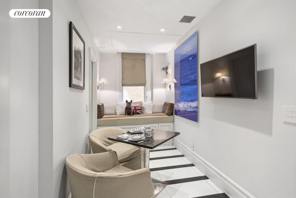 Den/Guest Room