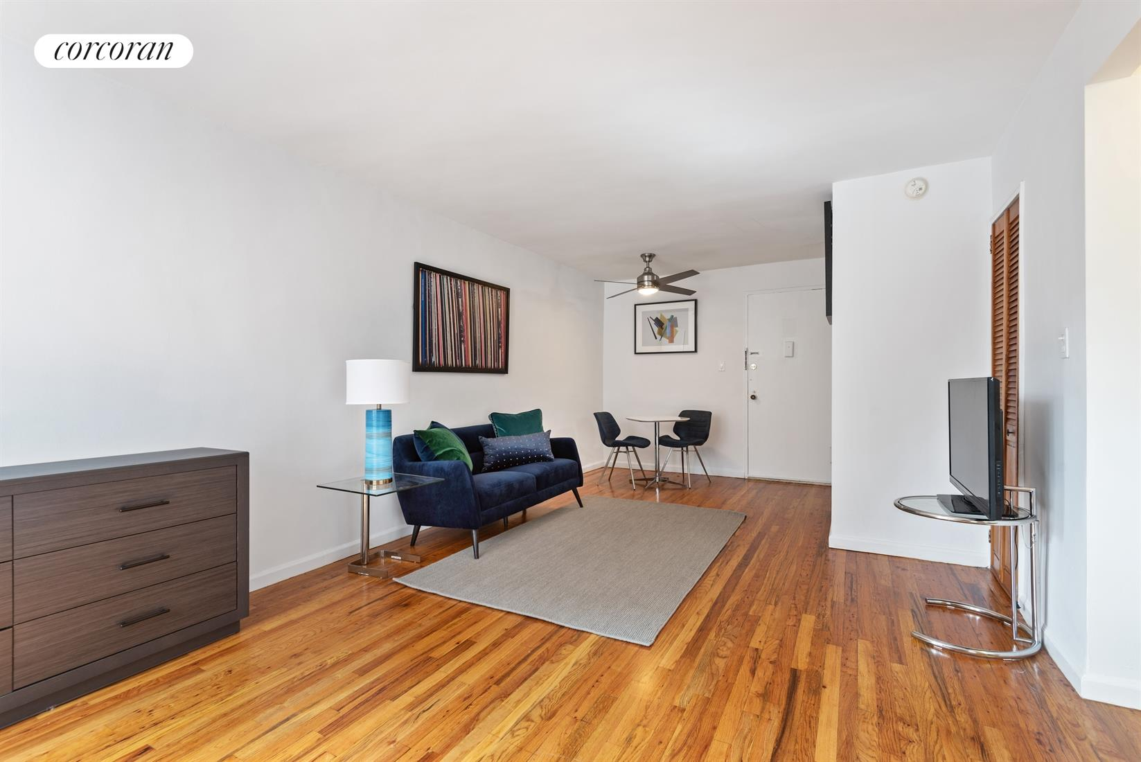 25-34 Crescent Street, 2F, Living Room