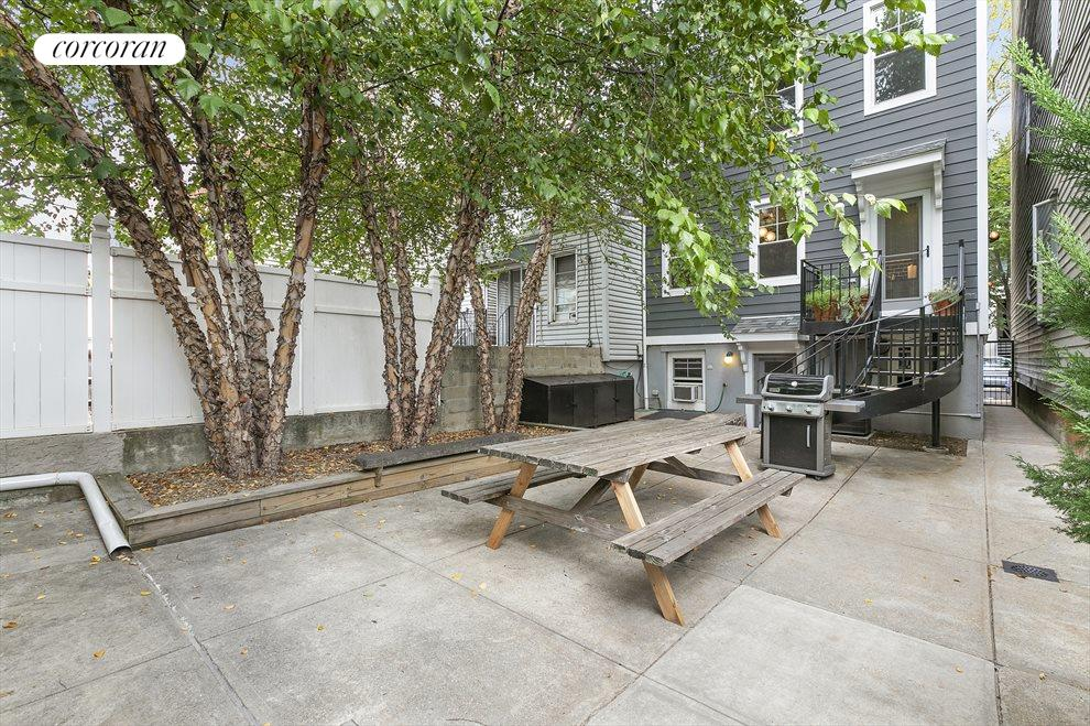 Common Outdoor Space with Grill
