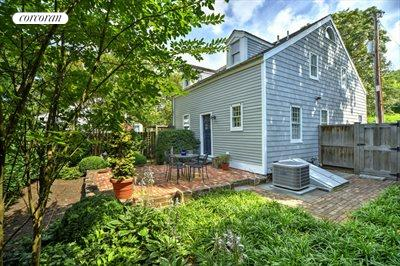 The Hamptons Real Estate | View 16 Jefferson St | room 8