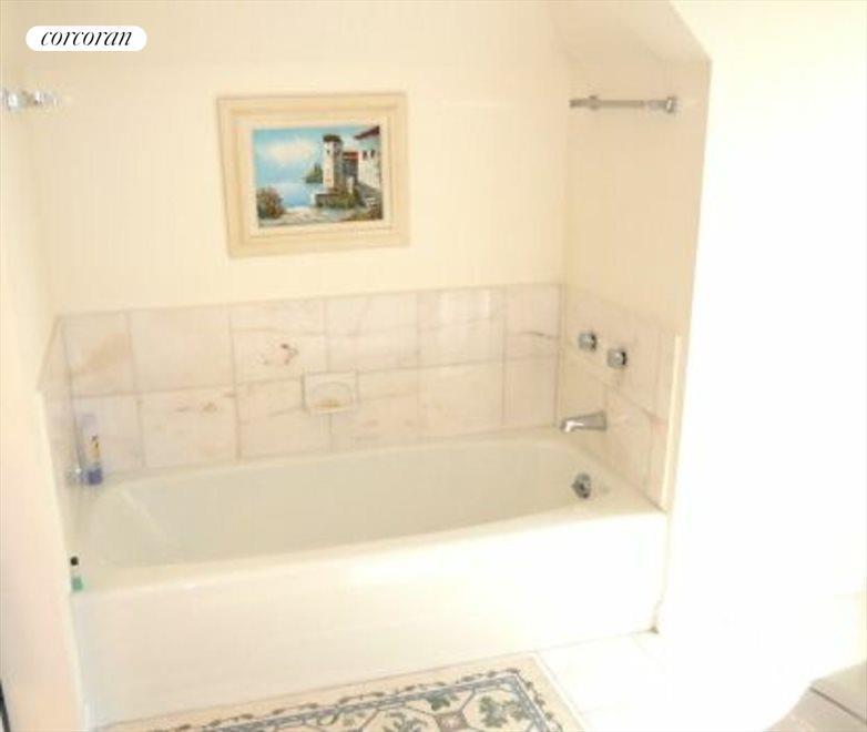CLEAN NEAT BATHROOM