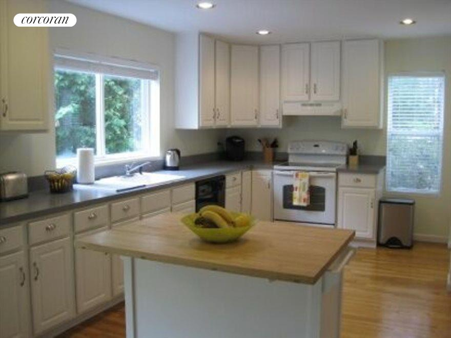 The Hamptons Real Estate | View 15 Country Ln | Kitchen