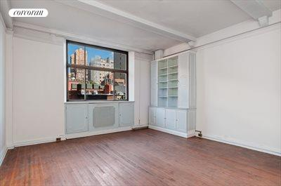 New York City Real Estate | View 15 West 67th Street, #5RW | Living Room