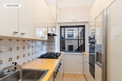 New York City Real Estate | View 15 West 67th Street, #5RW | Kitchen