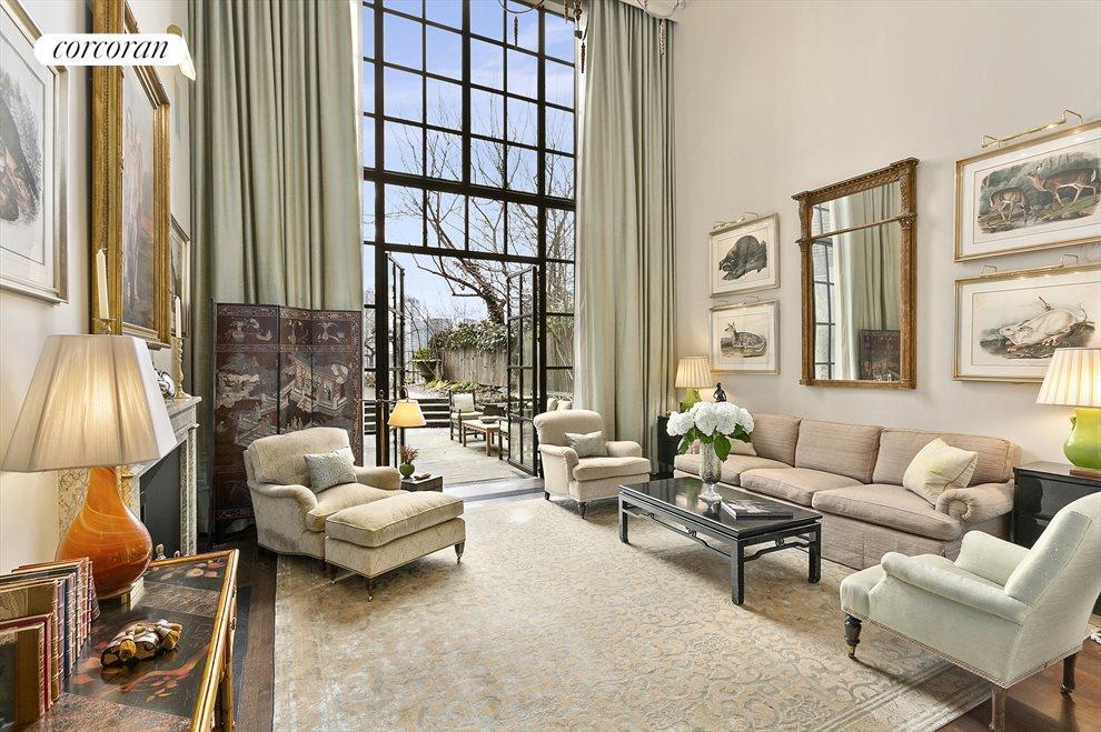 Living Room w/20' Ceilings