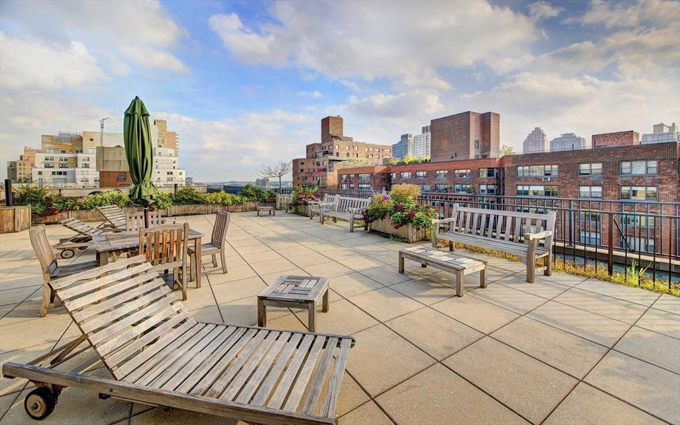 GREAT VIEWS FROM FURNISHED ROOF DECK