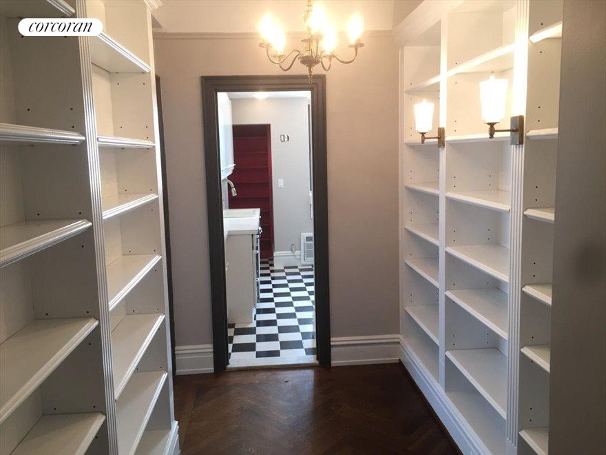 Foyer with build in bookcases