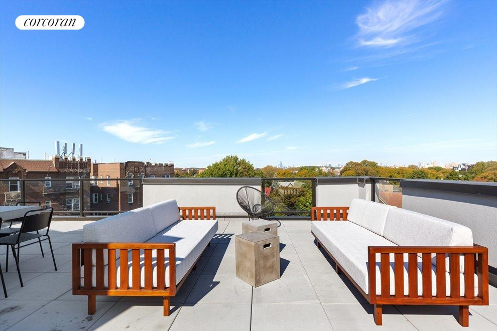 Common roof deck w/ 3 seating areas + 2 gas grills