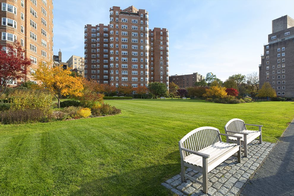 New York City Real Estate | View 200 Cabrini Boulevard, #82 | room 12