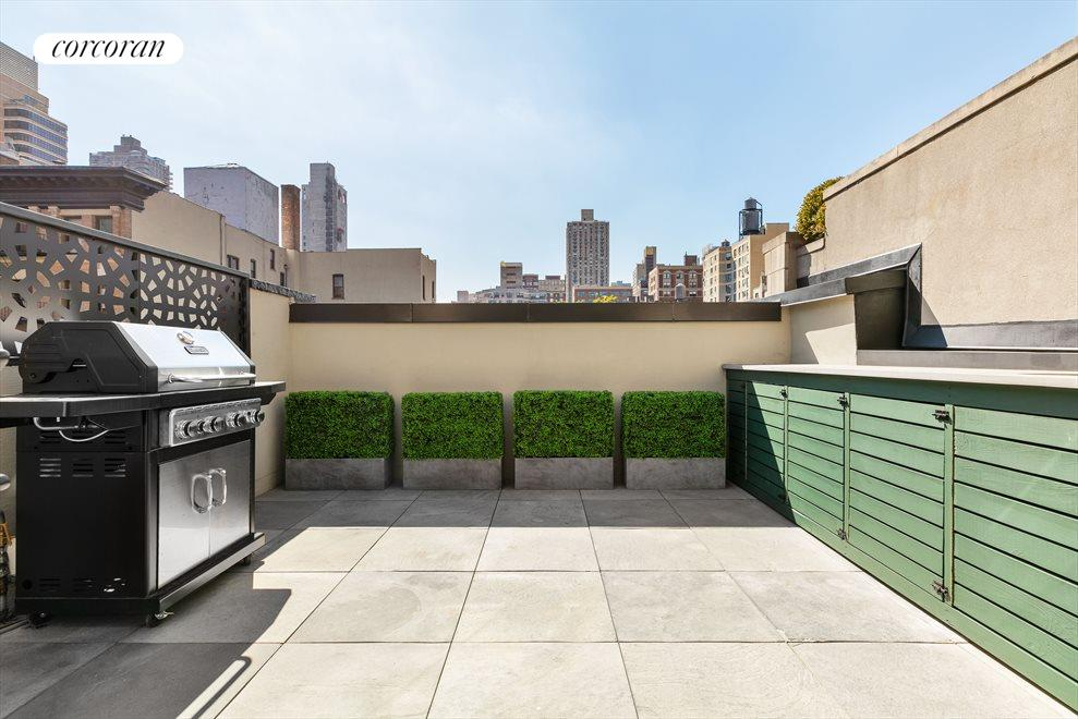 Outdoor Kitchen / Terrace