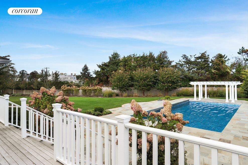 Pool, pergola & yard
