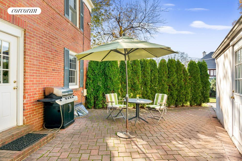 Enjoy Outdoor Dining and Barbecues on your Patio