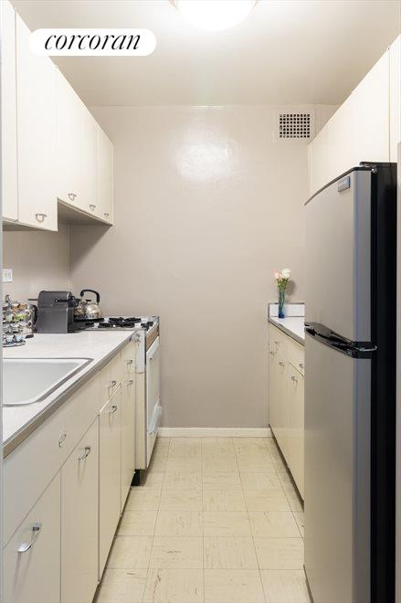 New York City Real Estate | View 165 West End Avenue, #26L | room 4