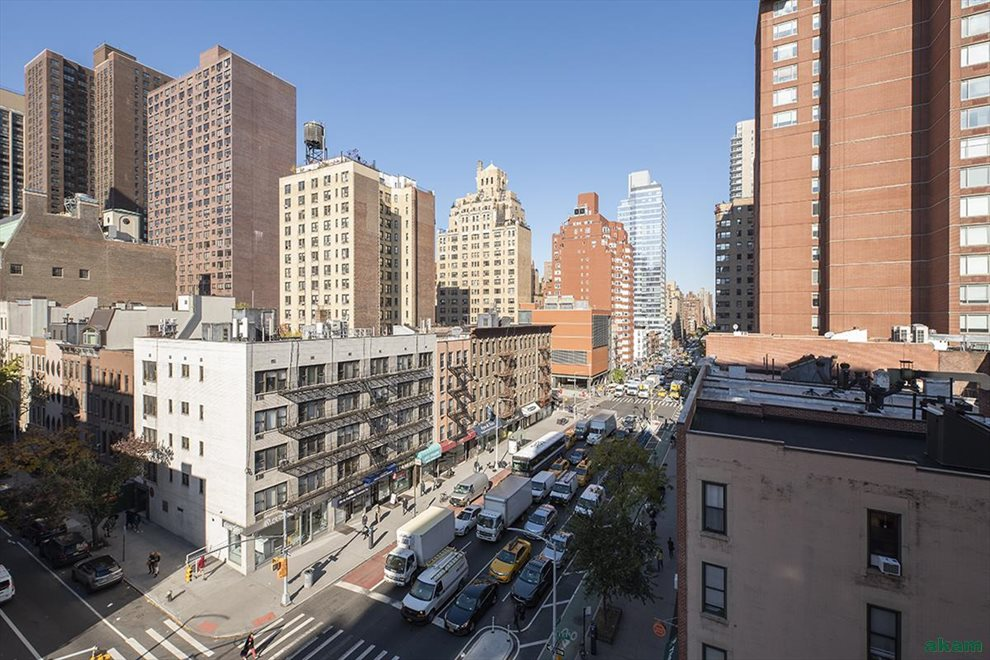 New York City Real Estate | View East 71st Street | room 4
