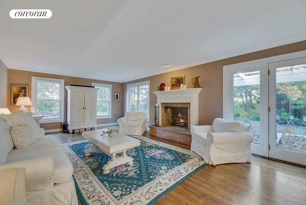 WELCOMING AND SPACIOUS LIVING ROOM - ACTUAL