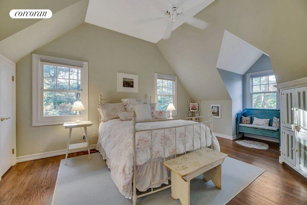 MASTER BEDROOM WITH HIGH CEILINGS AND NATURAL LIGHT- ACTUAL.