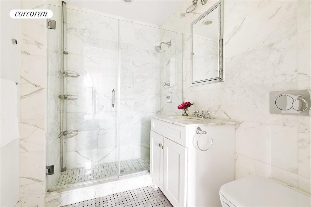 Bathroom w/ walk-in shower & seamless glass doors