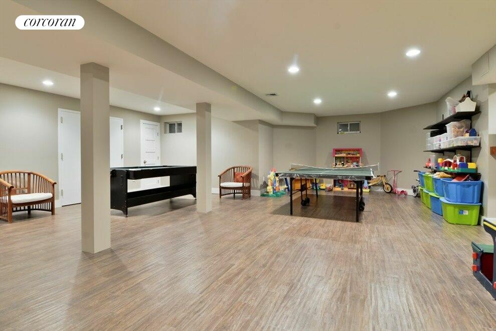 Play room with arts & crafts, ice hockey and pool table