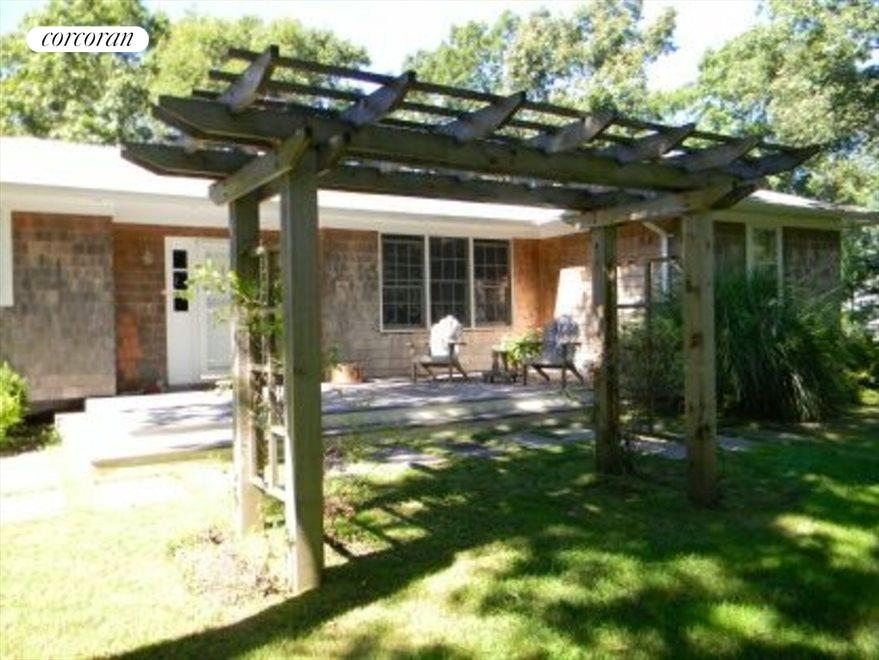 Front approach with pergola