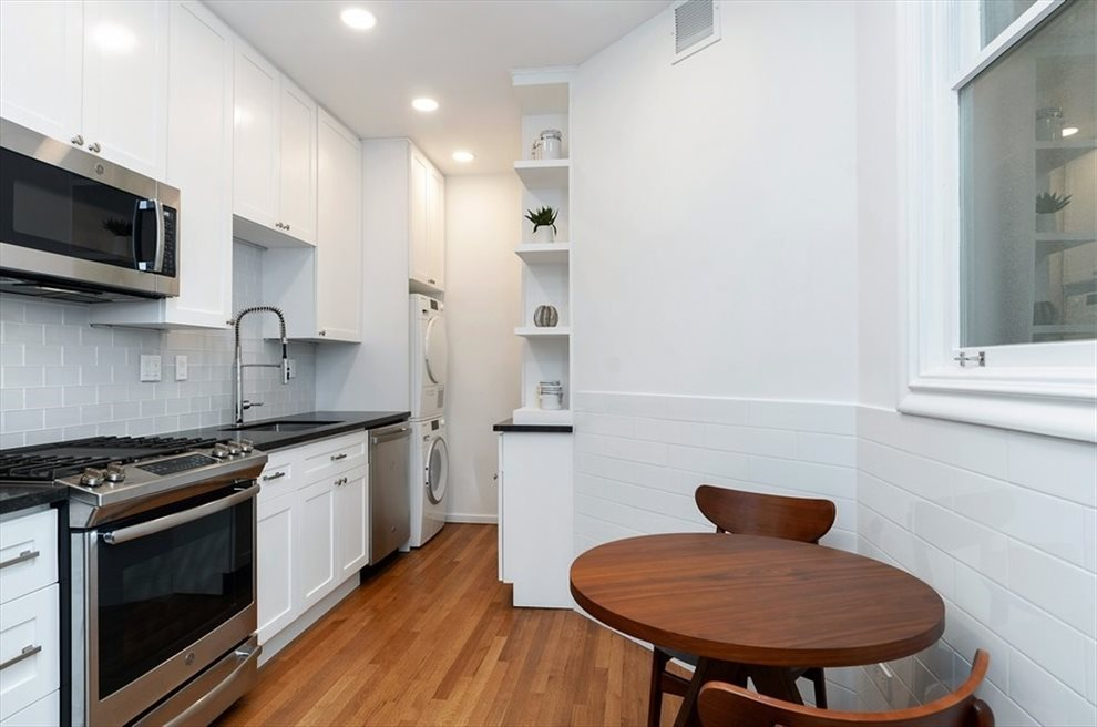 New York City Real Estate | View Broadway | room 1