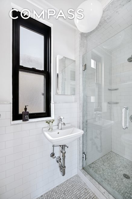 New York City Real Estate | View Eastern Parkway | room 10
