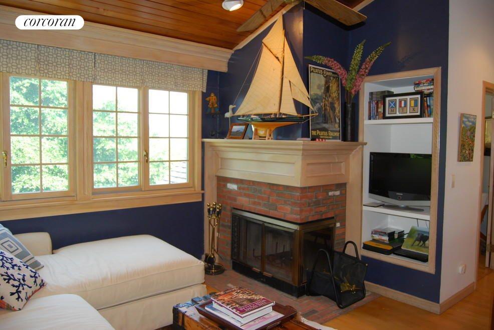 Cozy Loft Area Den with Second Fireplace