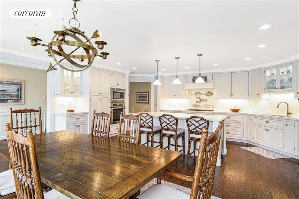 Eat in kitchen & dining area