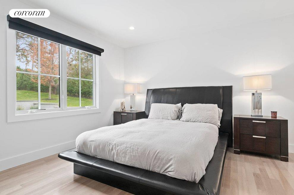 The Hamptons Real Estate | View 14 Atterbury Road | room 11