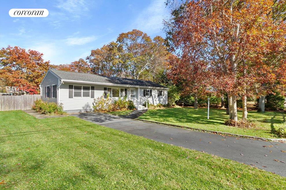 The Hamptons Real Estate | View 30 Rolling Hill Road | room 1