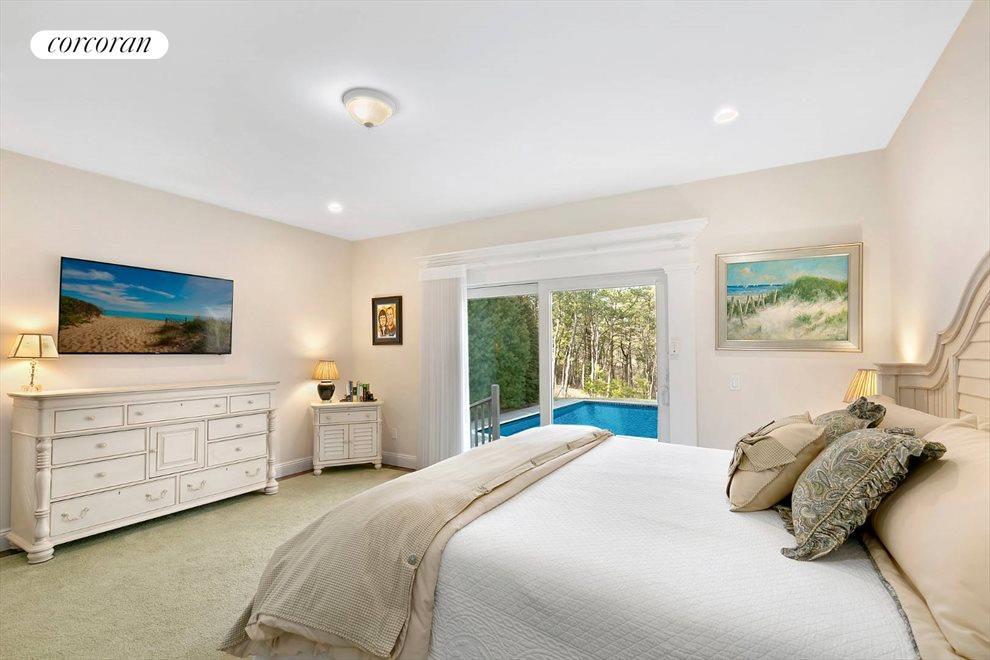 Master Suite Overlooking Pool