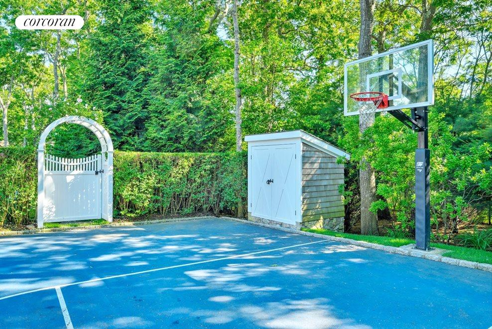 The Hamptons Real Estate | View 42 East Woods Path | room 32