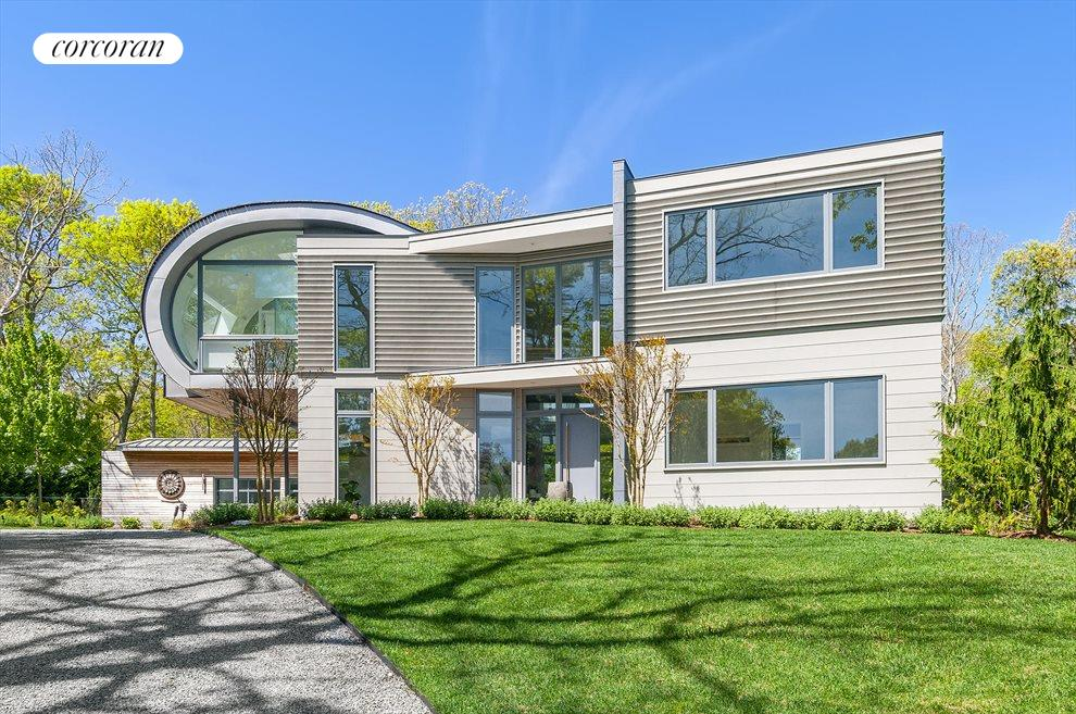The Hamptons Real Estate | View 5 Discovery Lane | 5 Beds, 5.5 Baths