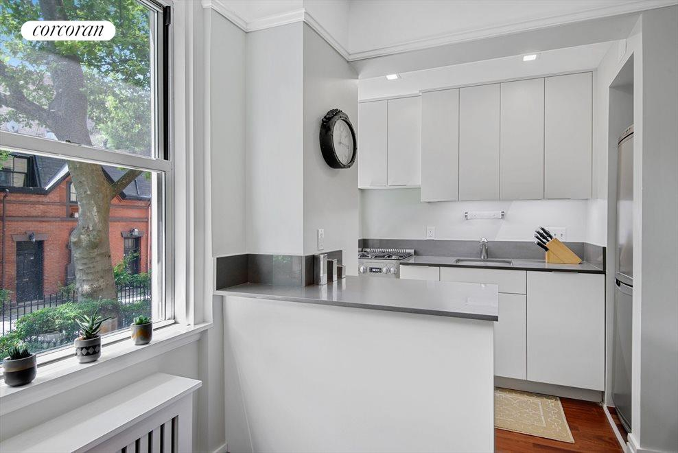 New York City Real Estate | View 70 Remsen Street, #1G | room 2