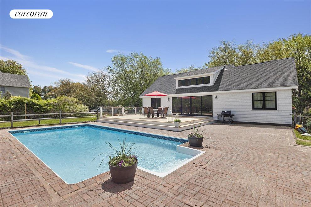 The Hamptons Real Estate | View 19 Newberry Lane | room 18