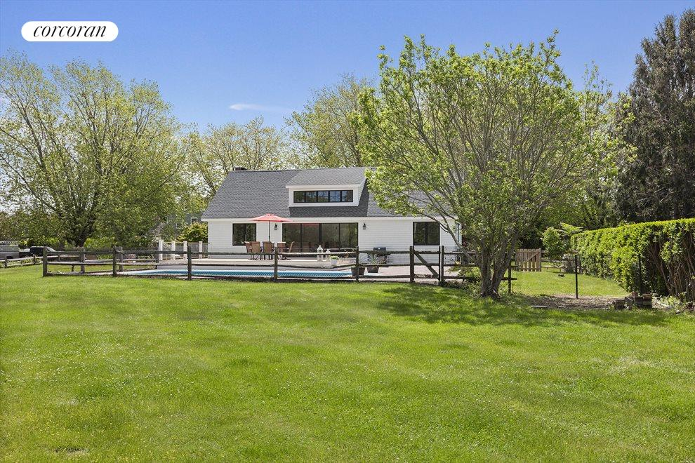 The Hamptons Real Estate | View 19 Newberry Lane | room 20
