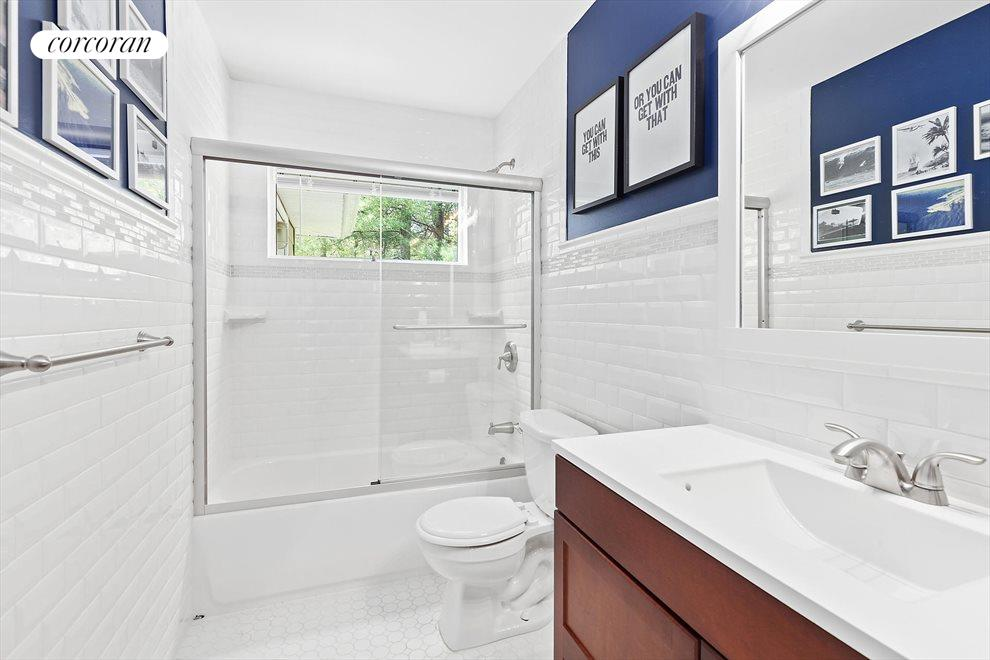 The Hamptons Real Estate | View 4 Honeysuckle Lane | First Floor Guest Bath