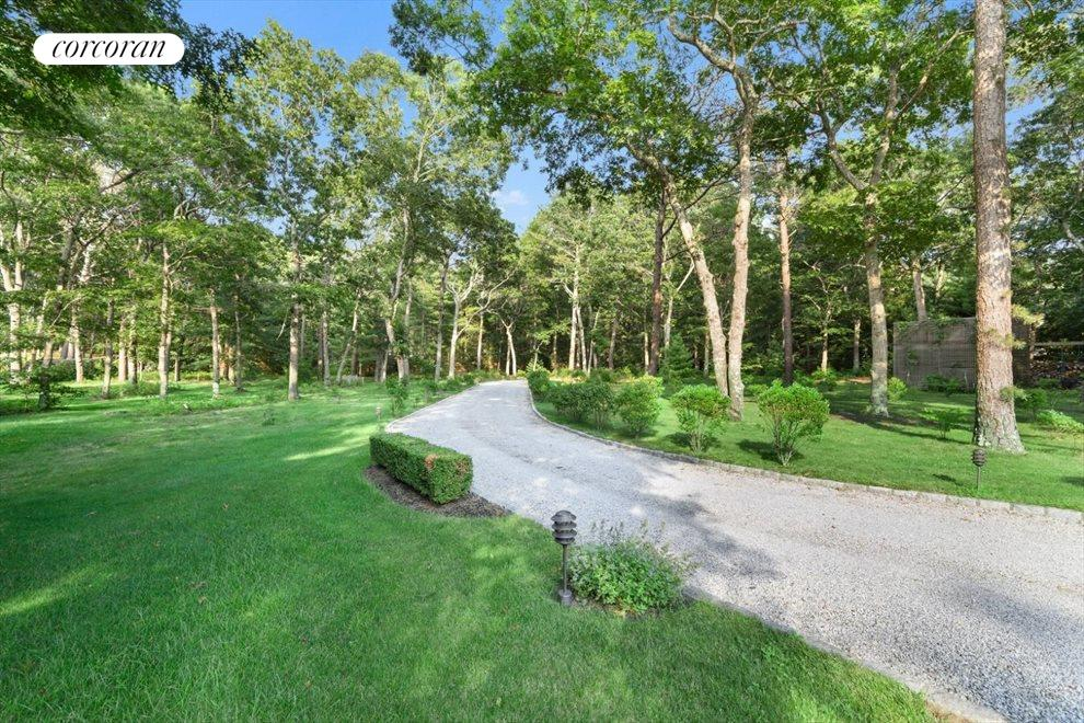 The Hamptons Real Estate | View 206 Bull Path | room 2