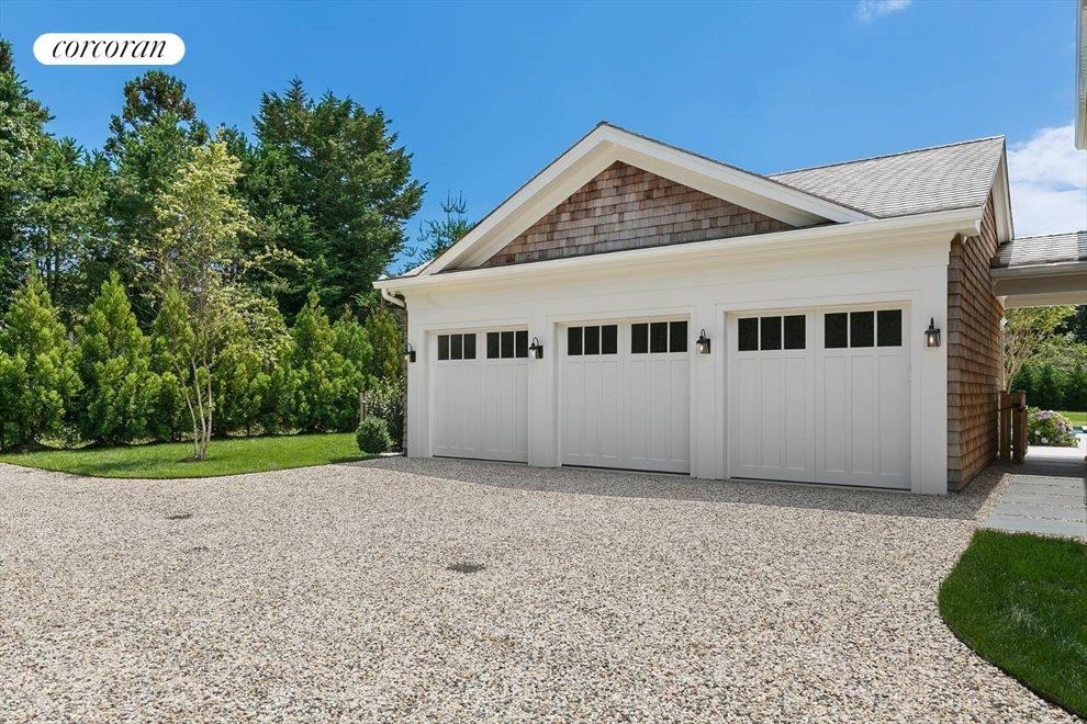 The Hamptons Real Estate | View 96 Leos Lane | 3-Car Garage