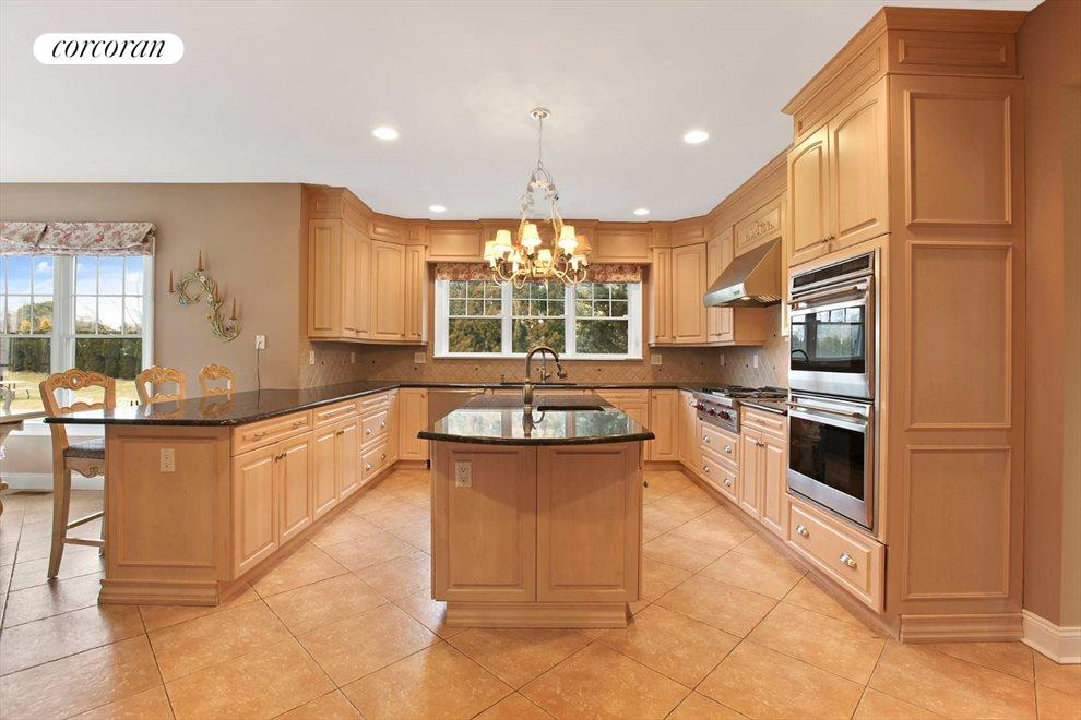 The Hamptons Real Estate | View 15 Parrish Pond Lane | Chef's Kitchen