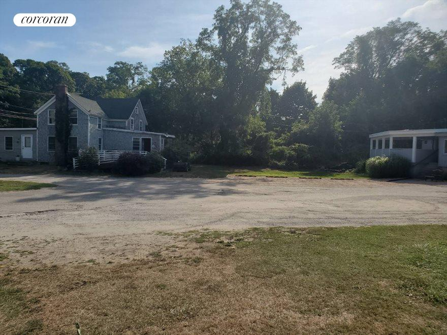 The Hamptons Real Estate | View 87 North Ferry Road | room 12