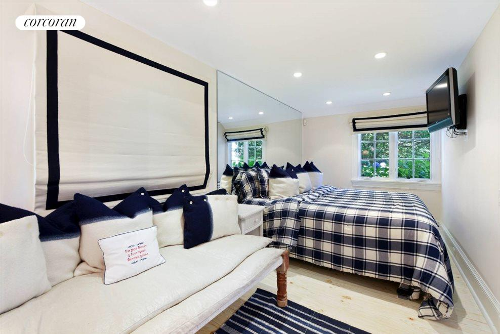 The Hamptons Real Estate | View 45 Highway Behind the Pond | room 31