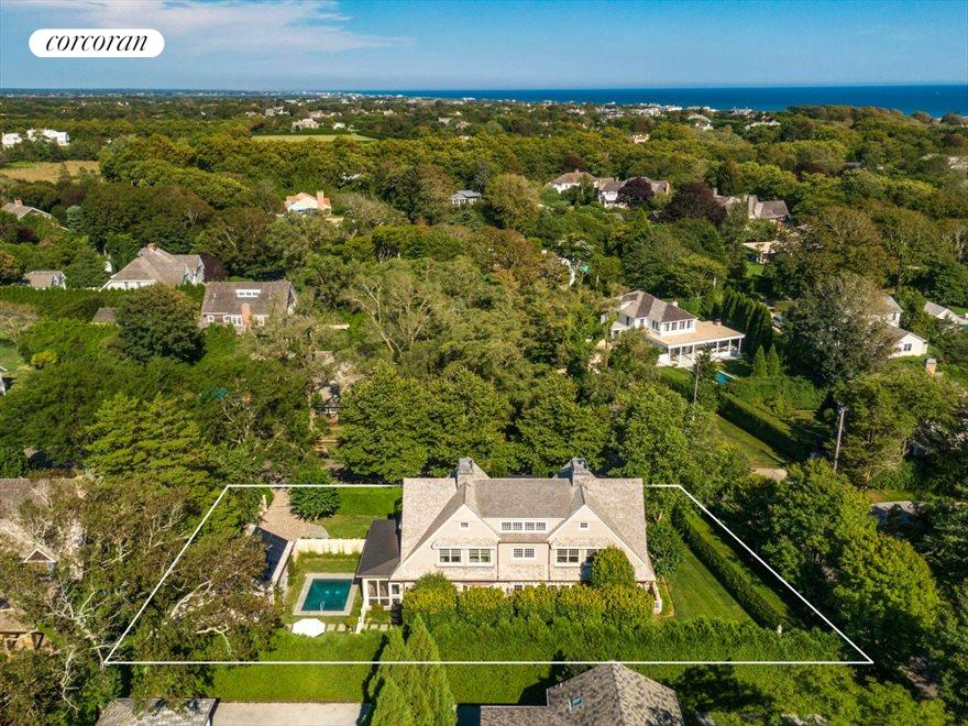 The Hamptons Real Estate | View 17 Toylsome Place | 6 Beds, 6.5 Baths