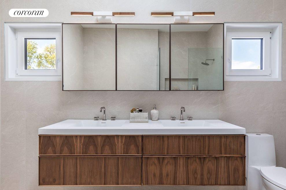 The Hamptons Real Estate | View 29 Margaret Drive | Master Bath