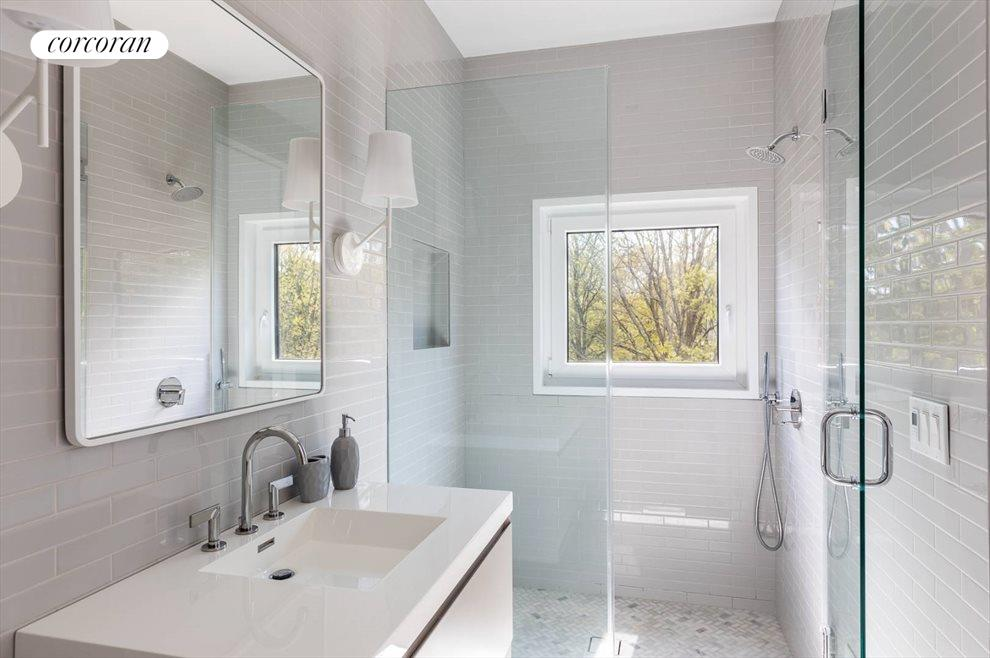 The Hamptons Real Estate | View 29 Margaret Drive | Guest Bath