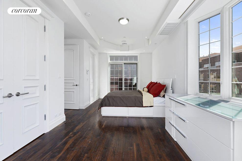 Master Bedroom w/ King Sized Bed