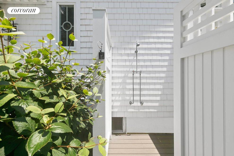 The Hamptons Real Estate | View 156 Meadowmere Lane | room 11